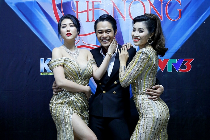 Phi Thanh Vân cùng diễn viên Phạm Yến (phải) vào vai hai người mẫu cùng cạnh tranh vị trí vedette. Ban đầu, vị trí này thuộc vềPhạm Yến -người tôn thờ chủ nghĩa đẹp tự nhiên.