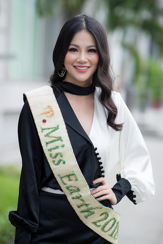 Hương Giang, Phương Khánh đẹp bất phân thắng bại khi diện chung váy - 1