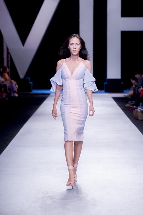 Các mẫu đầm mùa hè nhấn mạnh vào những gam màu pastel, bao gồm cả màu ultra violet.