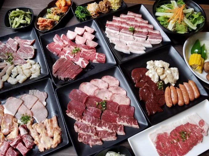 ... và Yakiniku (thịt nướng Nhật Bản).