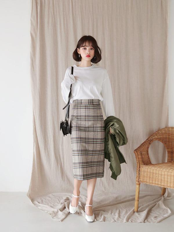 Sự trở lại của phong cách cổ điển khiến nhiều trang phục tưởng chừng như lỗi thời nhưng thu hút không kém các trào lưu mới.