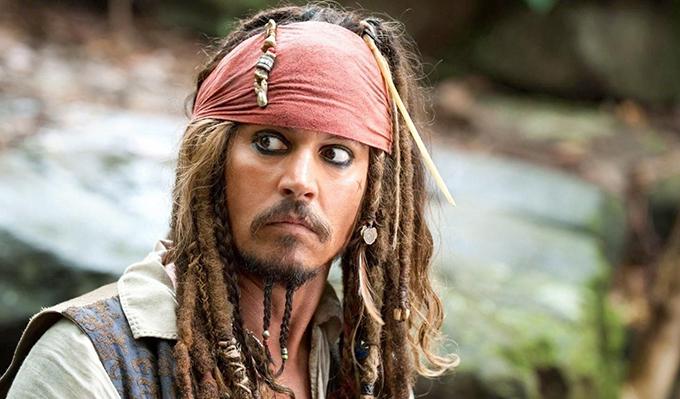 Trong khi đó, hãng Disney đang cân nhắc việc gạch tên Johnny Depp khỏi bảng phân vai của Cướp biển vùng Caribbean phần 6. Nam chính Jack Sparrow trong series này là vai diễn gắn liền với tên tuổi của anh 15 năm nay.