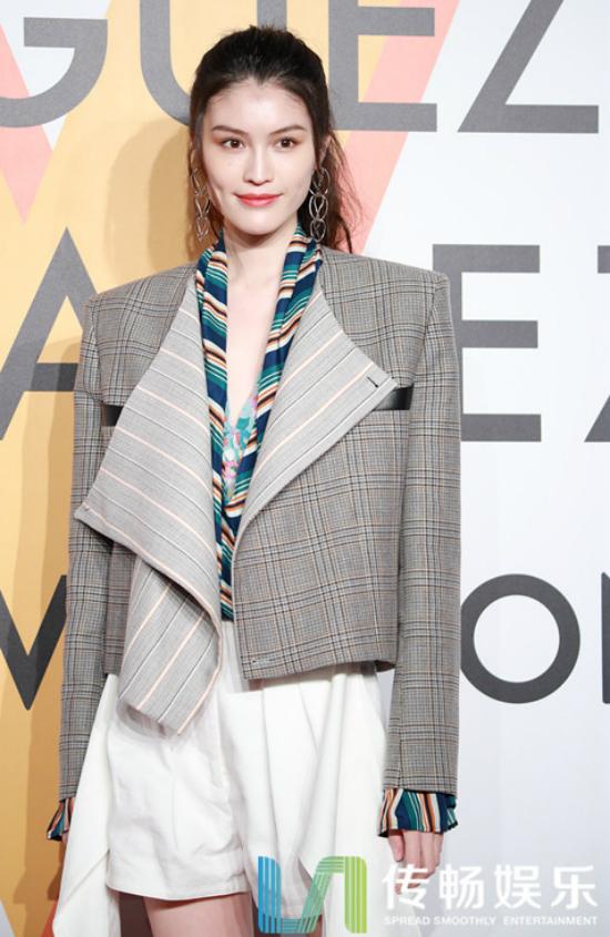 Người mẫu Sui He.