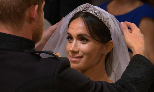 Nữ hoàng bực Meghan về vương miện đội đám cưới