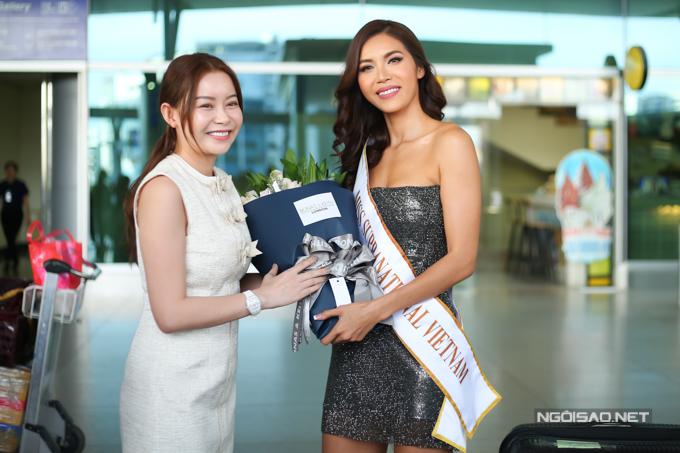 Hoa hậu Hải Dương - Giám đốc quốc gia của Miss Supranational tại Việt Nam đến tiễn và gửi lời chúc thành công đến Minh Tú. Cô tin tưởng Minh Tú sẽ làm nên chuyện tại cuộc thi sắp tới nhờ sắc vóc nổi bật, sự tự tin và quyết tâm cao độ.