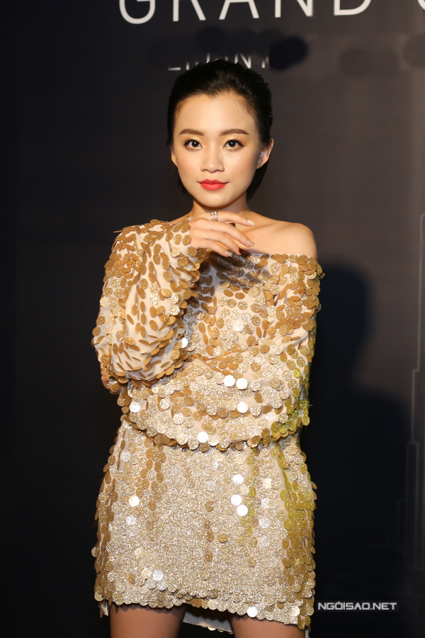 Giọng ca từng gây chú ý tại The Voice 2018 - Trần Gia Nghi được mời biểu diễn trong chương trình này.