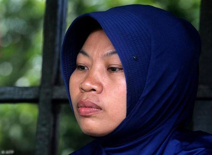 Baiq Nuril Maknun (36 tuổi), nhân viên quản trị tại trường học đảo Lombok, Indonesia bị kết án 6 tháng tù trong phiên toà cuối tuần qua. Ảnh: AFP.