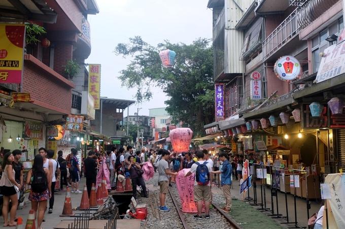 Tự đi Cửu Phần - làng mèo Houtong - thả đèn Pingxi trong ngày chỉ 400.000 đồng