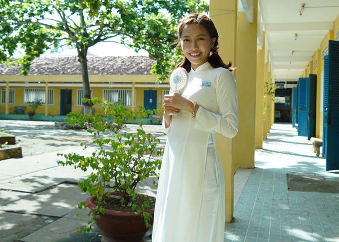 Diễn viên Diệu Nhi đóng vai bạn thân của Ngọc Trinh. Nét diễn tưng tửng của cô hứa hẹn sẽ khiến khán giả cười nghiêng ngả.