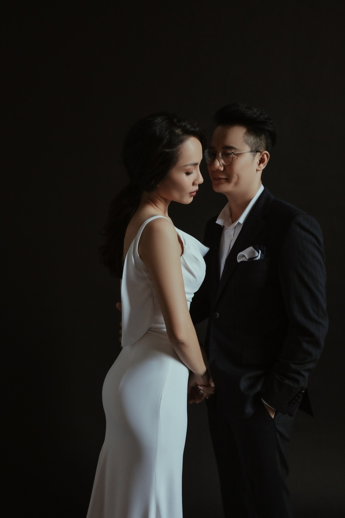 Vợ chồng Hoàng Bách \'tình hết nấc\' chụp ảnh kỷ niệm 12 năm ngày cưới