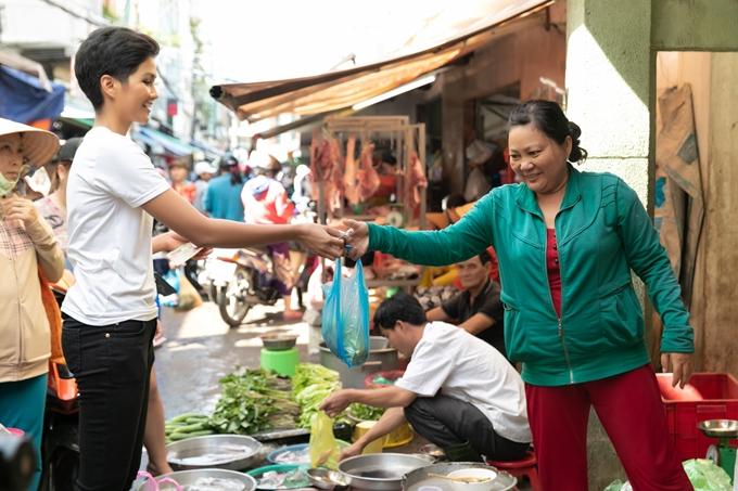HHen Niê được mẹ khuyên tiết kiệm tính đường lui cho tương lai - 7