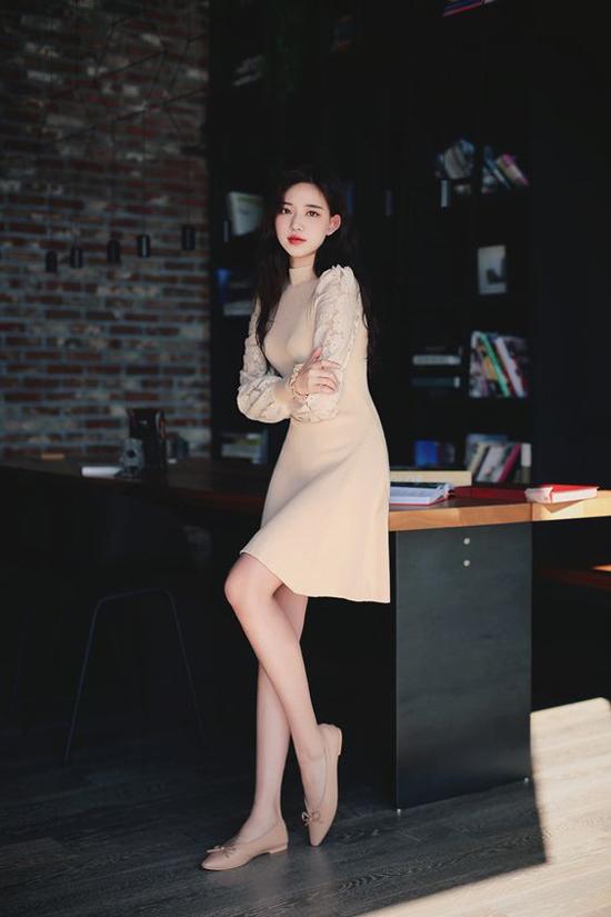 Trang phục và phụ kiện màu nude cũng là một trong những lựa chọn hàng đầu của phái đẹp ở mùa thu đông 2018.