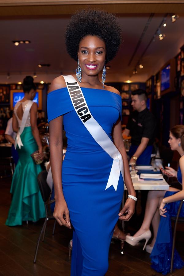 Á hậu 2 Miss Universe 2017 đến từ Jamaicacũng gây ấn tượng mạnh với mái tóc rối xù không đụng hàng.