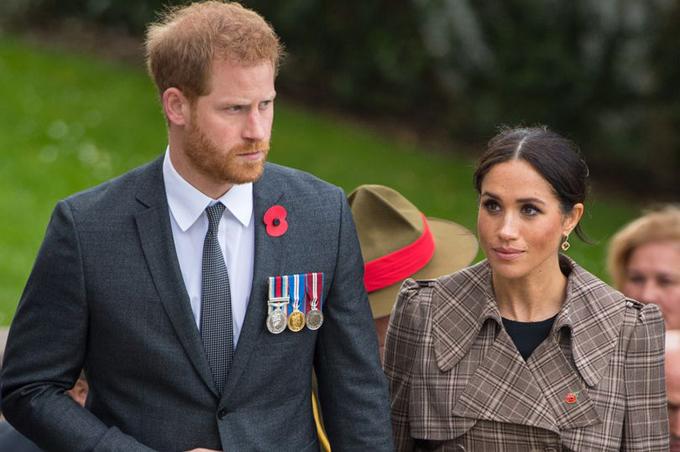 Harry và Meghan thăm Công viên Tưởng niệm Chiến tranh Quốc gia Pukeahu ở Wellington, New Zealand hôm 28/10. Ảnh: Daily Mirror.