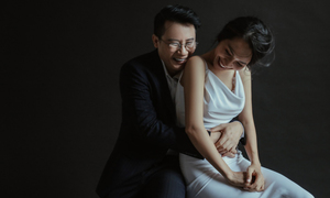 Vợ chồng Hoàng Bách 'tình hết nấc' chụp ảnh kỷ niệm 12 năm ngày cưới