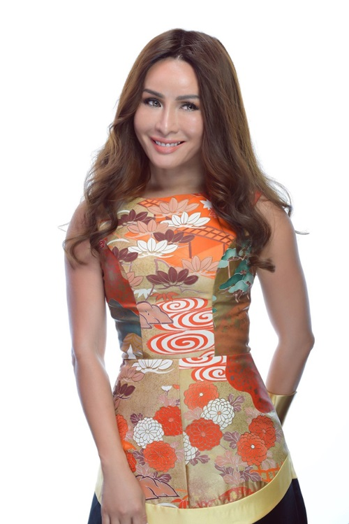 Lưu Hoàng Trâm đăng quang danh hiệu cao nhất tại cuộc thi Mrs Universe 2017, vượt qua 80 ứng cử viên khắp thế giới. Hiện cô là doanh nhân, sống tại Mỹ.