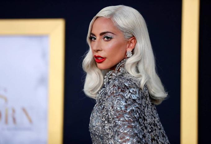 5. Lady Gaga (50 triệu USD):Nữ ca sĩ thêm danh xưng ngôi sao điện ảnh vào hồ sơ của mình năm qua, bằng diễn xuất được khen ngợi bên cạnh tài tử Bradley Cooper trong A Star is Born. Ngoài ra, cô hát 66 show, quảng cáo cho Versace và MAC, cũng như kinh doanh nước hoa Fame của mình. Ảnh:Reuters.