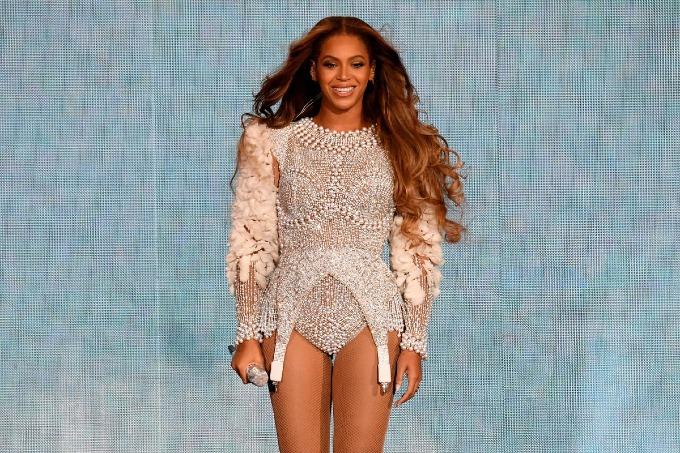 3. Beyoncé (60 triệu USD):Từ ngàychào đón cặp song sinh Rumi and Sir vàotháng 6/2017, Beyoncékháim ắng. Nhưngđến tháng 4 năm nay, cô trở lạitrình diễn ấn tượng tạilễ hội Coachella. Bên cạnh đó, thu nhập của nữ ca sĩ da màu đến từ album và tour chung với chồngJay-Z. Ảnh: Parkwood Entertainment.
