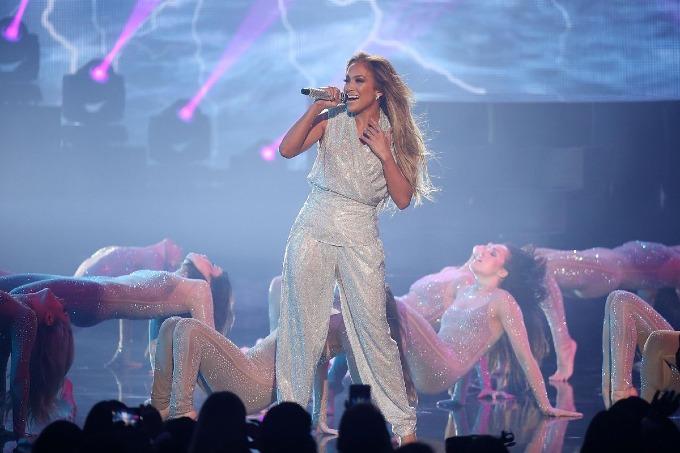 6. Jennifer Lopez (47 triệu USD): J.Lo phát hành bài hát tựa đềDinero (Tiền) với DJ Khaled vàCardi B hồi tháng 5, tình cờ hợp tình trạngtài chính hiện tạikhi mớităng thu nhập năm24%. Bên cạnh đó, nữ ca sĩ hốt bạc từ các đêm diễn Las Vegas, loạt hợp đồng quảng cáo và show như World of Dance. Ảnh: WireImage.