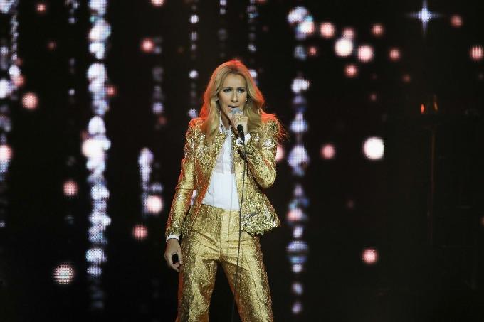 9. Celine Dion (31 triệu USD): Danh ca huyền thoại người Canadadiễn show thành công ở Las Vegas ở tuổi 50, với mỗi đêm bỏ túi nửa triệu USD. Bên cạnh đó, côtích cực đi tour Celine Dion Live vòng quanh châu Âu và châu Á. Ảnh: Jakarta Post.