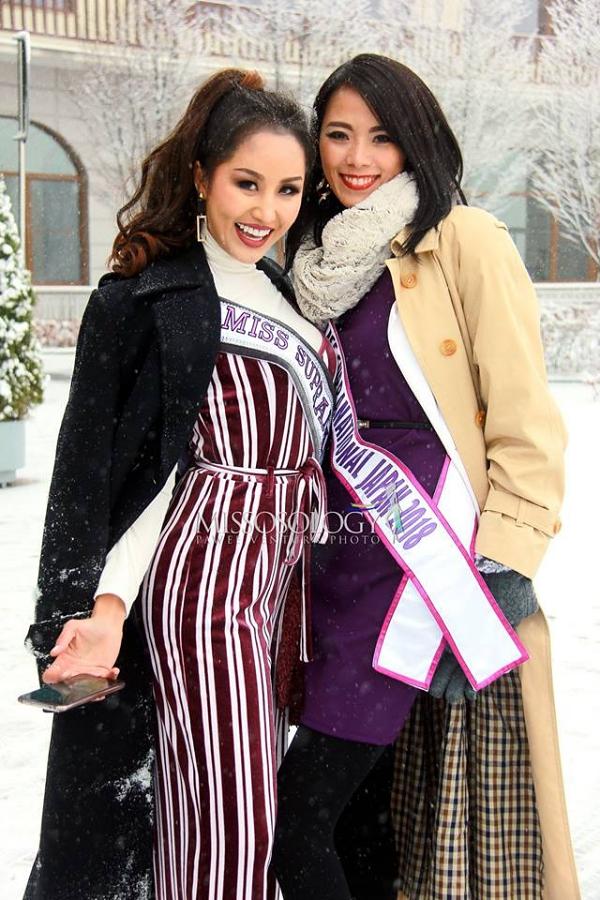 Hoa hậu Lào (trái)và Nhật Bản thân thiết từ ngày đầu tiên.