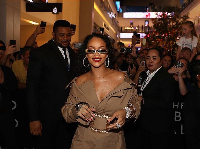7. Rihanna (37,5 triệu USD):Thu nhập chính của nữ ca sĩ đến từ bán mỹ phẩm và nội y của hai nhãn hàng Fenty Beauty and Savage Lingerie. Không diễn tour kể từ năm 2016, phủ sóng bằng vai trong phim Oceans 8 năm qua. Ảnh:Fenty Beauty.