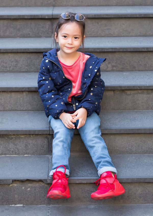 Cô bé có gu thời trang rất chất, được xem là một trong những fashionista nhí của showbiz Việt.