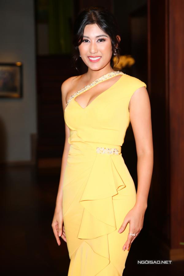 Người đẹp Trúc Linh đến ủng hộ tinh thần HHen Niê.