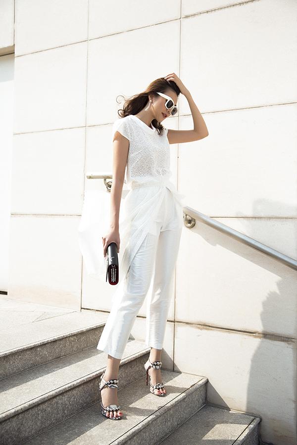Vừa trở lại công việc sau kỳ nghỉ Tết, Thanh Hằng cùng các cộng sự của mình đã thực hiện bộ ảnh thời trang mới, giới thiệu các mẫu trang phục giúp chị em toả sáng khi đến văn phòng và dễ dàng mix đồ dạo phố.
