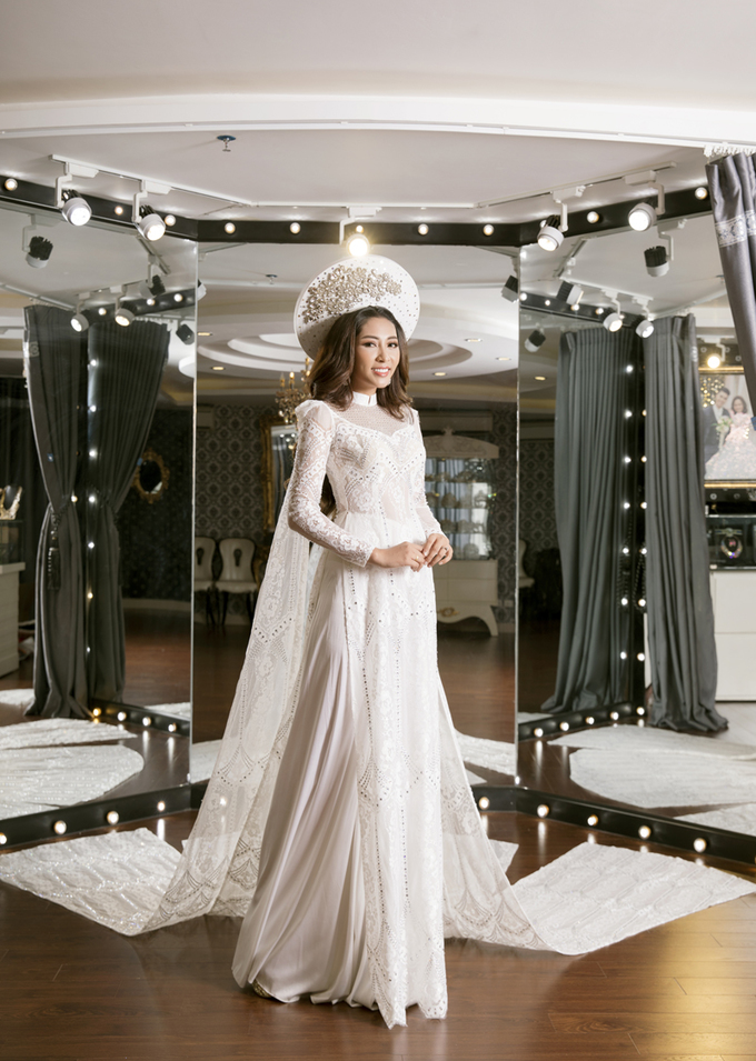 Lễ phục cưới của Hoa hậu Đại dương được đính hàng nghìn viên pha lê