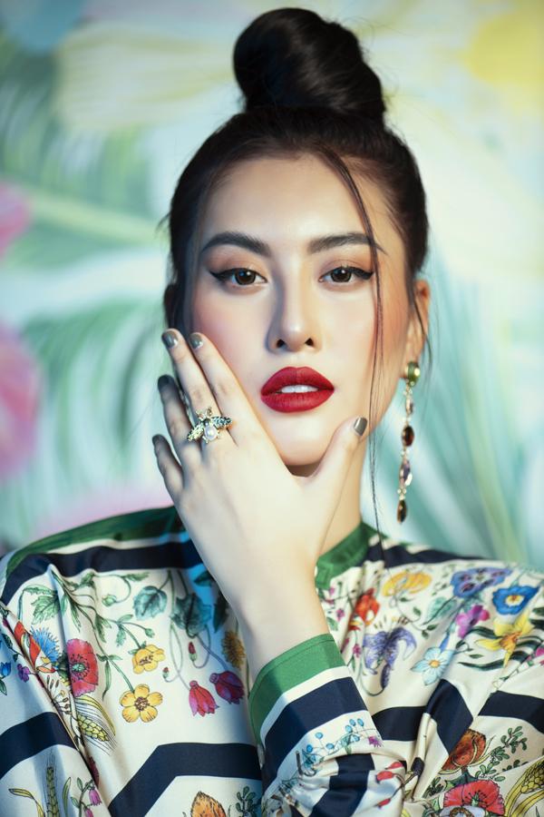 Vốn dĩ đã có gương mặt xinh đẹp nhưng Hà Lade vẫnmuốn can thiệp thẩm mỹ, sửa lại dung nhan để có vận mệnh tốt hơn.
