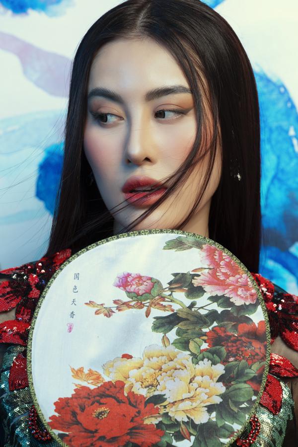 Á hoàng Trang sức 2017 có sống mũi cao, thanh thoát vàđôi mắt đẹp, cuốn hút.