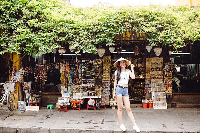 Vừa tròn 18 tuổi, Hoa hậu Việt Nam chọn phong cách phù hợp lứa tuổi để mang đến đấu trường nhan sắc hàng đầu thế giới.