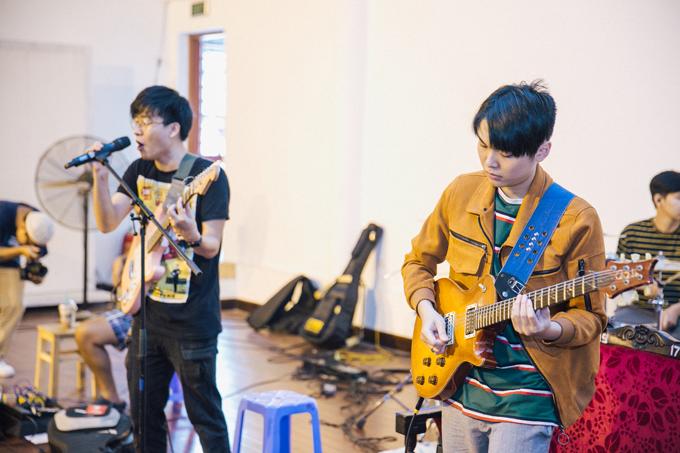 Nhạc sĩ Đức Trí chỉ huy dàn nhạc cho show của band Ngọt - 6