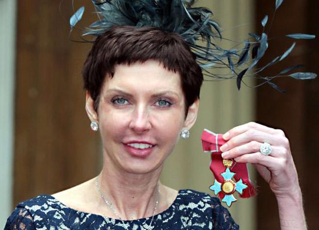 Năm 2012, bàDenise Coatesđược Nữ hoàng Anh vinh danh nhờ các đóng góp cho cộng đồng từ việc kinh doanh của mình.