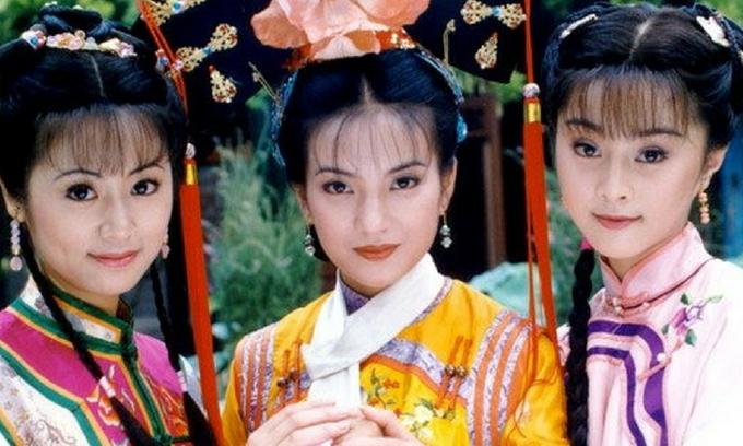 Phạm Băng Băng (ngoài cùng bên phải) từ vai chính Hạ Tử Vi đổi thành vai phụ Kim Tỏa.