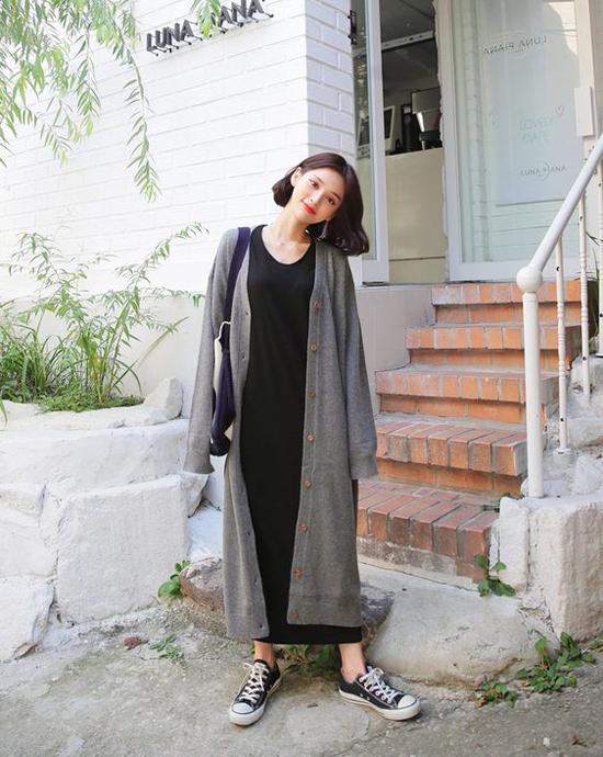 Cardigan dáng dài khi được đặt cạnh các mẫu váy maxi sẽ mang đến set đồ thoải mái cho hình thể. Nhưng các kiểu trang phục này chỉ phù hợp với bạn gái mảnh dẻ và có chiều cao lý tưởng.