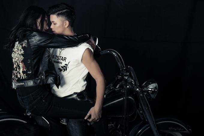 Quán quân Vietnam Idol 2018 có cảnh ôm ấp, mơn trớn người đẹp trên xe môtô. Đây là lần đầu Trọng Hiếu làm MV theo phong cách táo bạo, sexy. Tôi muốn mọi người thấy hình ảnh nam tính, mạnh mẽ của mình. Sản phẩm này hé lộ bước chuyển mình về âm nhạc và hình ảnh của tôi trong năm tới, nam ca sĩ nói.