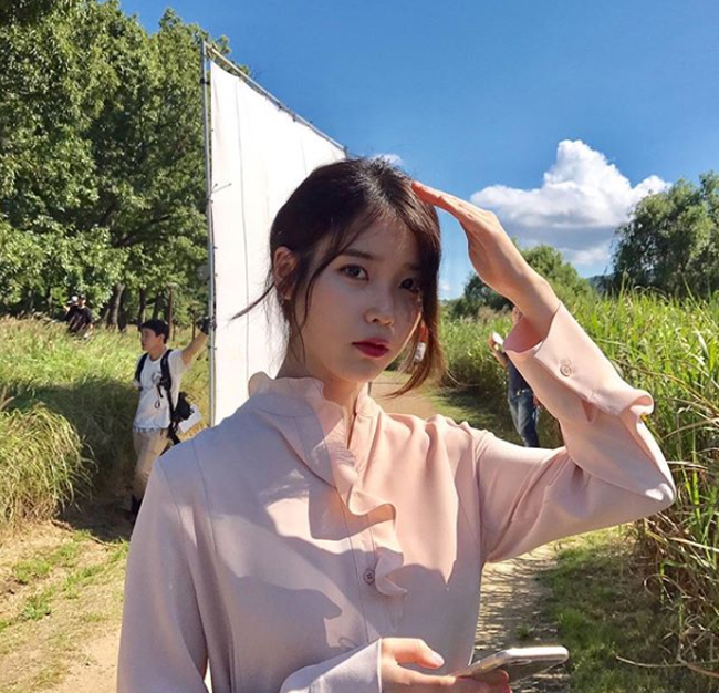 Tài sản của ca sĩ IU ước tính 15 triệu USD, giúp cô đứng thứ 6 trong bảng xếp hạng. Ngoài đi hát, IU còn đóng phim, cô góp mặt trong một số tác phẩm như Dream High,  Moon Lovers Scarlet Heart Ryeo.
