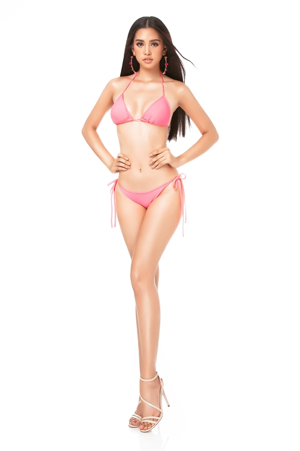 Tiểu Vycao 1,74m và từng lọt top 3 Người đẹp Biển tại Hoa hậu Việt Nam 2018. Cô chia sẻ lúc nhỏ được mẹ cho uống nhiều sữa, khoảng 6 bịch mỗi ngàyvà tập bơi mỗi khi vào TP HCM dịp hè. Do đó, người đẹp có chiều cao vượt trội so với bạn bè đồng trang lứa.