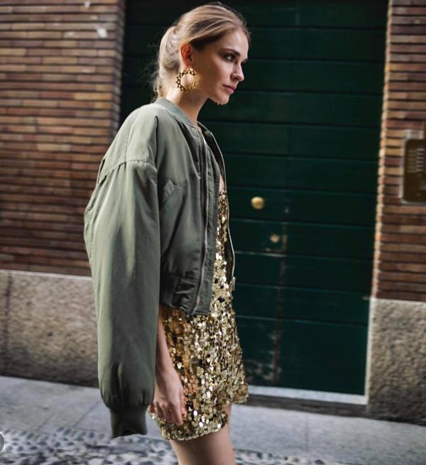 Các mẫu váy lóng lánh không chỉ được ưa chuộng ở tiệc tối mà còn giúp phái đẹp tỏa sáng trên đường phố.