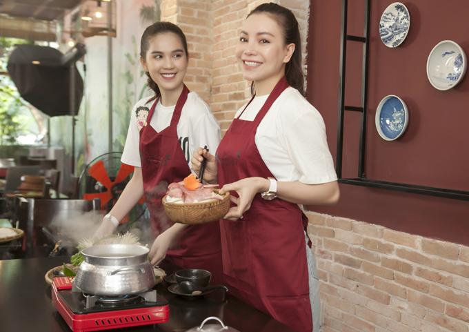 Ngoài những món ăn miền Tây Nam Bộ sở trường, Ngọc Trinh và Trà Ngọc Hằng thích ăn và học nấu các món Bắc.