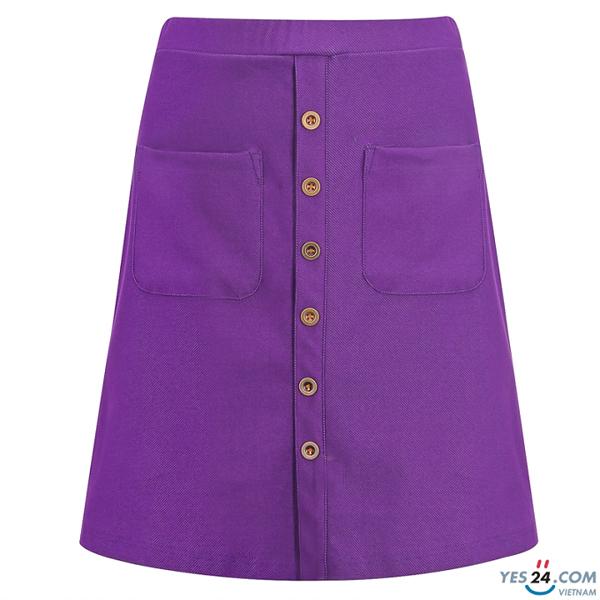 Bên cạnh đó là váy ôm denim nhãn hiệu Kisetsu với thiết kế mang hơi thở Vintage tạo nên sự khác lạ. Sản phẩmgiúp tôn dáng cho chị em khi phối cùng áo thun, sơ mi hoặc áo kiểu phá cách.