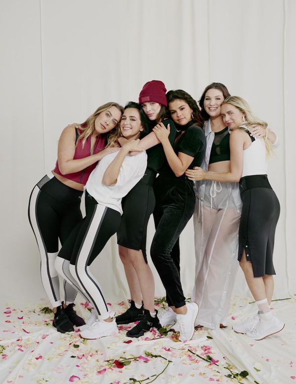 Selena và những cô bạn muốn mang đến hình ảnh những cô gái mạnh mẽ và đầy năng động.