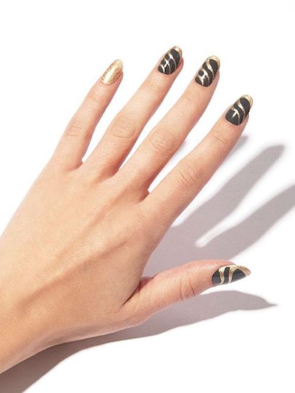 10 mẫu móng phối màu đen và vàng gold tôn da