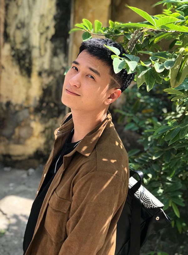 Diễn viên Huỳnh Anh tại phim trường Chạy trốn thanh xuân.