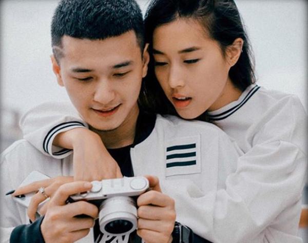 Khoảnh khắc ngọt ngào của Huỳnh Anh và bạn gái khi Y Vân về Việt Nam hồi tháng 7/2018.