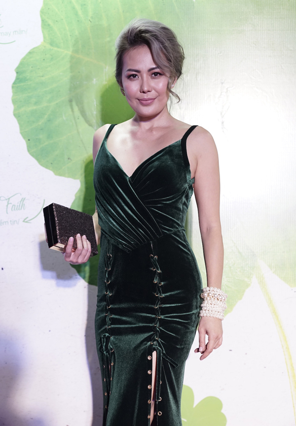 Bùi Việt Hà đã lấu mới xuất hiện. Cô đảm nhiệm vai trò MC trong tiệc từ thiện do Ngô Thanh Vân tổ chức.