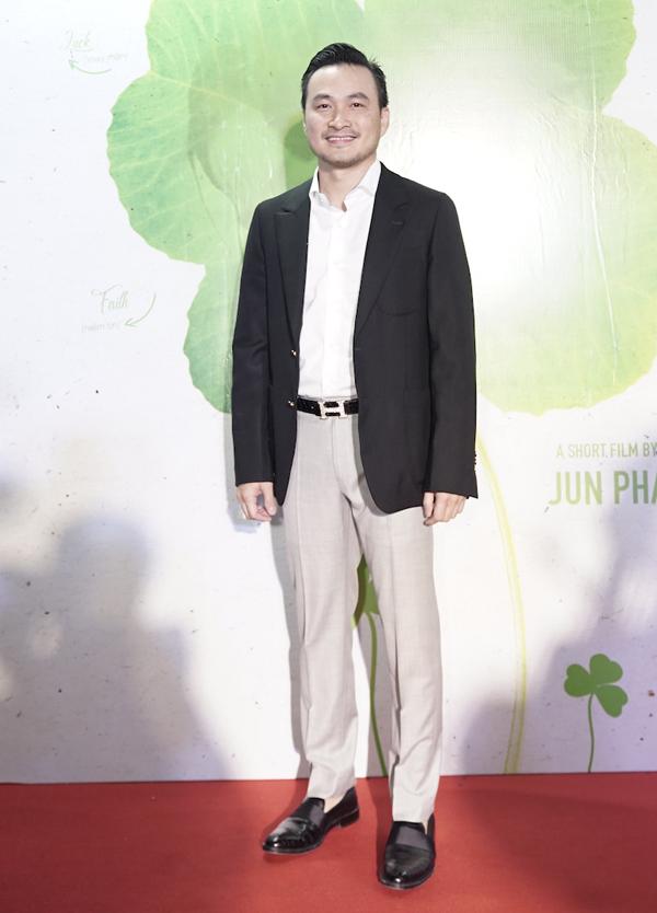 Diễn viên Chi Bảo trông phong độ ở tuổi ngoài 40.