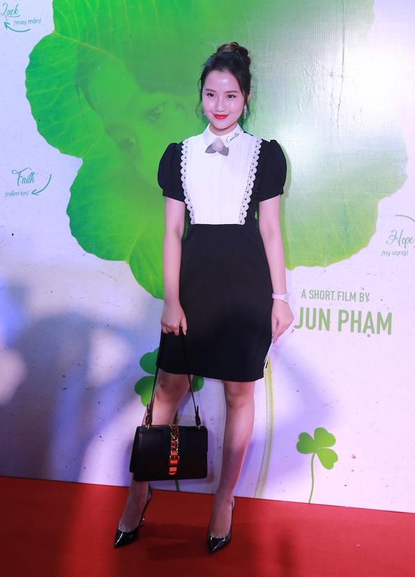 Hot girl Primmy Trương - bạn gái thiếu gia Phan Thành diện phong cách thanh lịch, năng động.